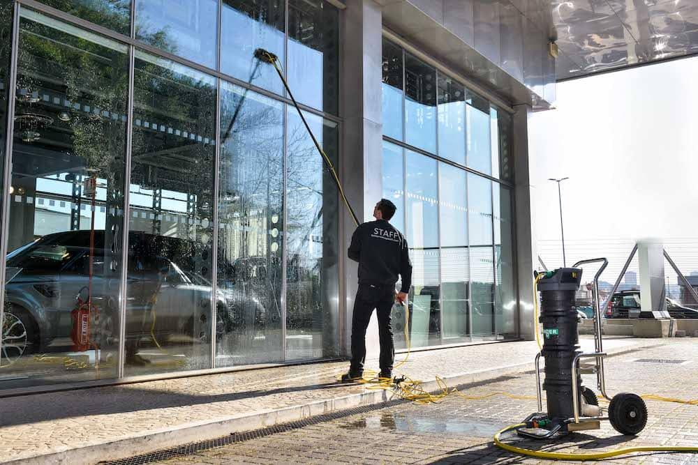 Servizi di pulizie facciate a vetro
